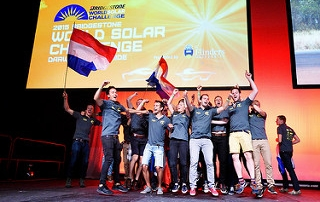 Studenten TU/e winnen World Solar Challenge 2015
